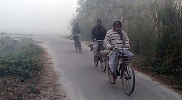 গোবিন্দগঞ্জে ঘন কুয়াশায় ও তীব্র শীত জনজীবন বিপন্ন